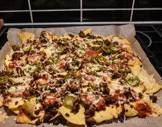 Nacho med tacofärs, jalapenos, salsasås och riven ost. In i ugnen 10 minuter så är söndagsmyset klart. Vi älskar det! Snabbt och enkelt men väldigt gott.