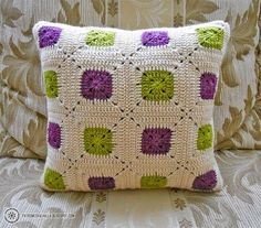 Cushion cover crochet green and purple Crochet Square Patterns, Crochet Stitches Patterns, Crochet Squares, Crochet Granny, Crochet Motif, Crochet Pillow Cases, Crochet Cushion Cover, Knit Pillow, Crochet Cushions