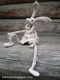 Crochet hare 2010 by Lonija Sagena. For more visit http://www.lofonsa.blogspot.com/p/zaki.html