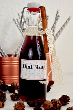 Chai syrup just cook yourself and enjoy with hot milk .- Chai Sirup einfach selber kochen und mit heißer Milch genißene Here is a delicious and easy recipe for chai syrup from FraeuleinSelbstge … - Drinks Logo, Bar Drinks, Coffee Drinks, Iced Coffee, Starbucks, The Chai, Diy Food Gifts, Vegetable Drinks, Coffee Gifts