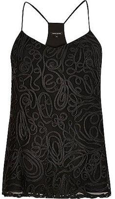 Pin for Later: Laissez Vos Robes de Soirée de Côté Avec Ces 35 Tops Ultra Tendance  River Island - Caraco orné motif tourbillon noir (40€)