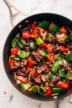 Garlic Lovers Pepper Steak Stir Fry (and meal prep!) An ultra flavorful pepper steak stir fry for the garlic lovers! This is a great stir fry to meal prep for the week and store in containers so you can just grab and go! Steak Stirfry Recipes, Wok Recipes, Stir Fry Recipes, Ground Beef Recipes, Asian Recipes, Chicken Recipes, Dinner Recipes, Cooking Recipes, Healthy Recipes