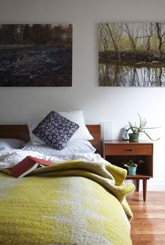 bedroom: yellow quilt