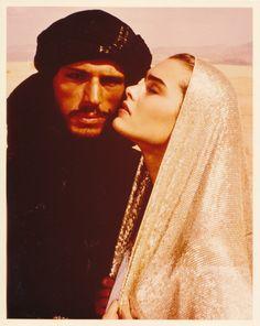 Brooke Shields in Sahara, wearing a beautiful solid Assuit shawl. Brooke Shields, Wilson Movie, Cute Emo Boys, Arabian Beauty, Desert Life, Night Aesthetic, Female Actresses, Music Film, Muslim Couples