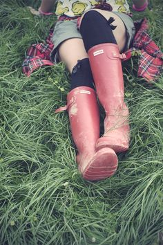 @Hunter Boots, red hunter wellies, tall hynters, festival fashion, festival wellies, muddy hunters, glastonbury fashion
