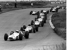 Richie Ginther (Honda RA272) leading Graham Hill (BRM P261), Jim Clark (Lotus-Climax 33), Dan Gurney (Brabham-Climax BT11), Jackie Stewart (BRM P261), Mike Spence (Lotus-Climax 33), John Surtees (Ferrari 1512), Denny Hulme (Brabham-Climax BT11) & the rest of the field, 1965 Dutch Grand Prix, Zandvoort