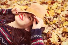 Sweater, hat, bold lip for fall