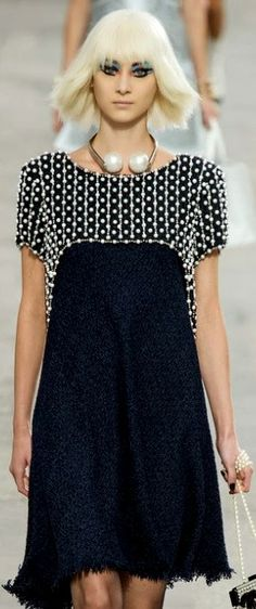 ❤️ This CHANEL dress - Spring/Summer 2014! This dress can be translated into…
