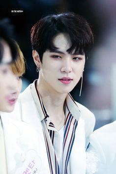 • ° ʚ | Donghan | ɞ ° •