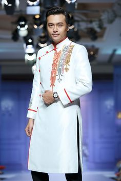 Indian Men Fashion, Mens Fashion Wear, India Fashion, African Fashion, Kurta Men, Boys Kurta, African Wear, African Women, Pathani Kurta
