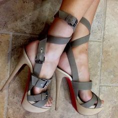 aynur durna f.master Christian Louboutin Heels - I Love Shoes, Bags & Boys Christian Louboutin Heels, Louboutin Shoes, Shoes Heels, Camo Heels, Shoes Pic, Jeans Shoes, Pink Shoes, Shoes Style, Hot Shoes