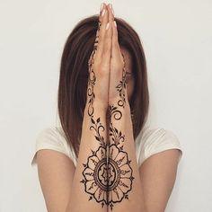 Отмечайте друзей на фото и присылайте свои мехенди в директ  #мехенди #mehendi #love #women  #красота #стиль #менди #like4like #цитаты #instalike #mehendiartist #picoftheday #instadaily #mendi #followme #girl #рисунокхной #instagood #mehendiart #follow #мехендимастер #style #henna #мода