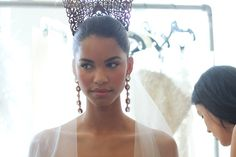 Spring-2013-wedding-dress-oscar-de-la-renta-bridal-gowns-bridal-crown.full