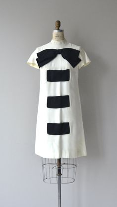 Vintage 1960s white cotton linen blend shift dress with oversized black bow, black silk organza pockets, short sleeves and a-line shape.  --- M E A S