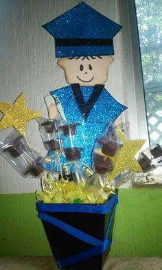 Centro De Mesa Para Graduación De Primaria Con Brochetas Con Forma De Birrete,Hechas Con GalletaCuadrada Y Bombón Cubierto De Chocolate DETALLES COMO ÉSTE, LOS ENCUENTRAS EN MI PAGINA REUTILIZANDO ♻CUIDAS❤TU PLANETA Las Invito A Que Visiten Mi Página. Reutilizando♻Cuidas❤Tu Planeta https://www.facebook.com/pages/Reutilizando-Cuidas-Tu-Planeta/527863494034425