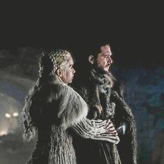 Daenerys and jon Dany And Jon, Jon Snow And Daenerys, Game Of Thrones Queen, Game Of Thrones Tv, Emilia Clarke, Winter Is Here, Winter Is Coming, Daenerys Targaryen Art, Khaleesi