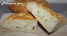 Bonjour!!! Aujourd'hui,je vous propose une recette de pain hyper moelleux qui accompagnera vos soupes,tajines et autres plats en sauce...Cette recette est déjà sur mon blog mais j'ai refait les photos... Ici,on l'aime encore tiède et avec du beurre il...