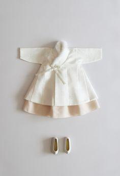 New cute baby asian dolls Ideas Korean Traditional Dress, Traditional Fashion, Traditional Dresses, Newborn Boy Clothes, Cute Baby Clothes, Baby Girl Fashion, Kids Fashion, Modern Hanbok, Cute Girl Dresses