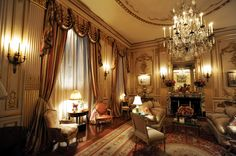 Joan Rivers' 4-bedroom apartment on sale for $28M Classic Interior, Luxury Interior Design, Beautiful Interiors, Beautiful Homes, 4 Bedroom Apartments, Rich Home, Joan Rivers, Parisian Chic, Mansions