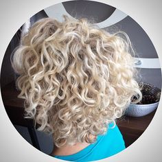 Lots of celebrities these days sport short curly hair styles, but some of them really stand out. When we think of curly short hair, the image of AnnaLynne Short Choppy Haircuts, Inverted Bob Hairstyles, Haircuts For Curly Hair, Curly Hair Cuts, Curly Bob Hairstyles, Short Curly Hair, Wavy Hair, Curly Hair Styles, Curly Perm