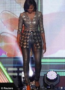 """""""OUR first lady? At a Kids' Choice Awards, Michelle Obama wore an outfit designed by New York-based, uber-expensive designer, Wes Gordon. His clothing commands prices only for the SUPER wealthy. What a HORRIBLE ROLE MODEL! Michelle Et Barack Obama, Michelle Obama Fashion, Malia And Sasha, First Ladies, Kids Choice Award, Choice Awards, First Black President, Mode Costume, Black Presidents"""