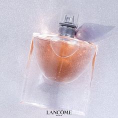 Explore the romantic, Parisian-chic world of Lancôme La Vie est Belle eau de parfum. Made with French essential oils, this perfume is a feminine and luxurious fragrance for all. Homemade Perfume, Essential Oil Perfume, Parfum Spray, Smell Good, Lancome, Hair And Nails, Beauty Makeup, Beauty Hacks, Health And Beauty