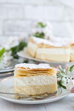 Mirabelkowy blog: Kremówki (napoleonki) Sweet Desserts, Dessert Recipes, Vanilla Cake, Food To Make, Deserts, Polish, Easy, Cook, Polish Food Recipes