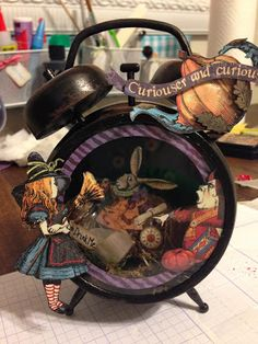 Craft Coach: Altered Clock Tim Holtz Graphic 45 Alice in Wonderland Altered Tins, Altered Art, Altered Canvas, Clock Craft, Paper Art, Paper Crafts, Halloween Projects, Halloween Cards, Alice In Wonderland Party