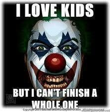 Pictures of Scary Clowns and Evil Clown images collected here for your amusement. Below you can find tons more scary clowns pictures. Scary Clown Meme, Creepy Clown, Creepy Dolls, Evil Clown Pictures, Clown Pics, Clown Images, Halloween Circus, Halloween Horror, Halloween Diy