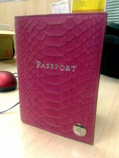 ✔ Victoria's Secret passport case - pink