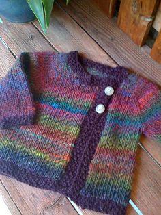 Birbirinden güzel bebek örgü yelekleri burada. Knitting For Kids, Free Knitting, Baby Knits, Knit Baby Sweaters, Knitted Baby Clothes, Baby Girl Cardigans, Toddler Knitting Patterns Free, Free Baby Sweater Knitting Patterns, Crochet Baby Sweater Pattern