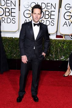 Paul Rudd arrives at the Golden Globes in a classic black tux.