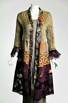 Foresight Duster By Lee Andersen. Look at the construction of this amazing piece: you could use ANY fabric scraps you have, and make a stunning piece. Bohemian Mode, Boho Chic, Diy Fashion, Womens Fashion, Fashion Design, Altered Couture, Wearable Art, Paisley, Textiles