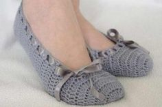 Home Ideas: How to make modern Crochet Slippers Crochet Boots Pattern, Crochet Slippers, Crochet Patterns, Old Sweater Diy, Baby Knitting, Crochet Baby, Diy Crafts Crochet, Crochet Sandals, Bobble Stitch