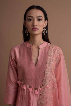 Neck Designs For Suits, Kurti Neck Designs, Kurti Designs Party Wear, Blouse Designs, Abaya Fashion, India Fashion, Fashion Dresses, Kurti Patterns, Dress Patterns