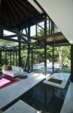 This is a beautiful home in Costa Rica with a sure flair that makes a tacit reference to the Eames case study house.