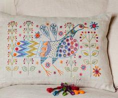 Nancy Nicholson diseña estos bonitos bordados. Podéis adquirir los kits para hacerlos en su tienda online .     Nancy Nicholson designs t...