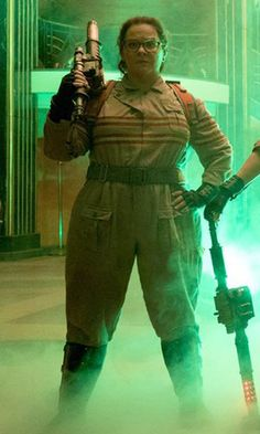 Ghostbusters: Melissa McCarthy and Kristen Wiig Are Waiting For Your Call in the First Picture