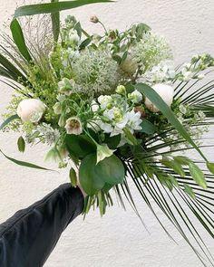 """113 gilla-markeringar, 0 kommentarer - Green Flowers & Pots (@greenflowerspots) på Instagram: """"En av dagens beställningar!  Hur underbart var inte detta? 🤍🤍🤍🤍🤍🤍 #greenflowerspots #bukett…"""" Floral Wreath, Wreaths, Flowers, Instagram, Decor, Floral Crown, Decoration, Door Wreaths, Deco Mesh Wreaths"""