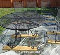 Ideas Metal Outdoor Furniture Makeover Diy Projects For 2019 Painting Patio Furniture, Painted Outdoor Furniture, Metallic Painted Furniture, Patio Furniture Makeover, Metal Patio Furniture, Metal Chairs, Antique Furniture, Furniture Ideas, Furniture Design