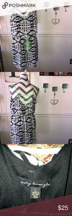 """🌼CITY TRIANGLES Dress Black white aztec design with hint if mint green detail. Hits at knees on my 5'6"""" daughter. City Triangles Dresses Mini"""
