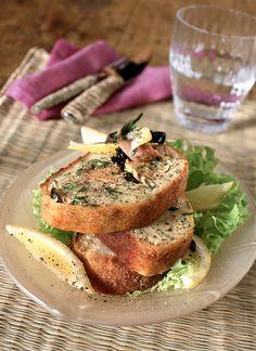 Cerchi un secondo facile e veloce? Prova il polpettone di tonno, patate e acciughe, un piatto gustoso e saporito