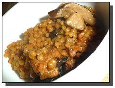1) Na oleji na pánvi osmažíme osolené a opepřené maso s cibulí. 2) Přidáme houby, sójovou omáčku, česnek a dosmažíme. 3) V hrnci na oleji...