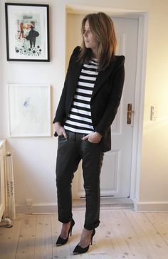 Black-and-white-stripes-striped-t-shirt-leather-pants-loose-fitted-leather-blake-copenhagen-ganni-stilettos-mmm-blazer