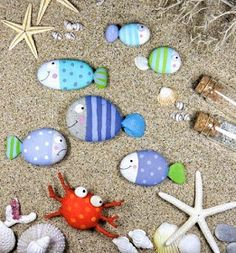 Paint Fishy beach rocks for the garden or anywhere! Great craft for the kiddos! Beach Rocks Crafts, Beach Crafts For Kids, Beach Themed Crafts, Beach Kids, Rock Crafts, Beach Theme Garden, Beach Patio, Pebble Painting, Rock Painting