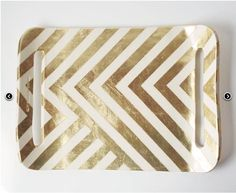 Home decor: DIY Gold Chevron Tray from Ikea's Barbar Tray You probably have seen this beautiful ceramic white and gold zag tray everywhere. I first saw it here, on Design sponge. Gold Diy, Home Design, Design Ideas, Design Room, Design Inspiration, Gold Chevron, Deco Table, Home Interior, Interior Design