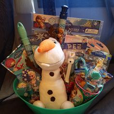Kids Gift Baskets, Themed Gift Baskets, Raffle Baskets, Princess Birthday Party Decorations, Lollipop Candy, Frozen Theme, Pig Party, College Gifts, Kid Character