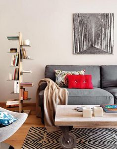 This cozy apartment is located in the heart of Madrid. With two terraces, the apartment is flooded with natural light. Colorful Apartment, Cozy Apartment, 100 M2, Room Of One's Own, Interior Design Inspiration, Design Interior, Design Ideas, Home Living Room, Wood Furniture