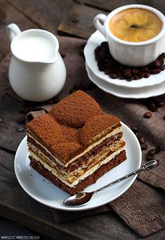 Ciasto Latte Macchiato and dessert Mini Desserts, Just Desserts, Dessert Recipes, Latte Macchiato, Café Chocolate, Chocolate Tiramisu, Coffee Cafe, Chocolates, Sweet Tooth