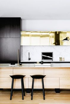 Marble countertop in gold and black kitchen